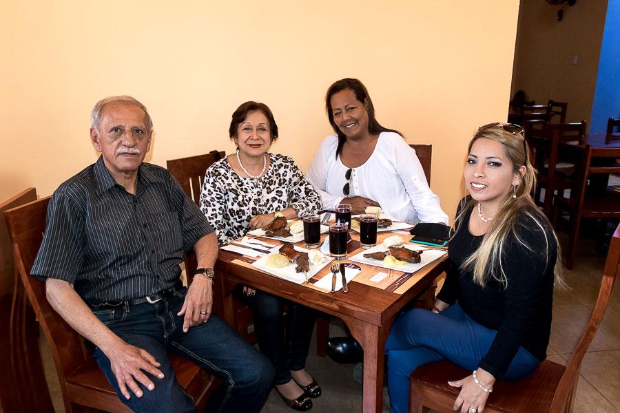 Ricardo Vaccaro, Teresa Vaccaro, Elena Villanueva y Liz Blas. Disfrutando de un delicioso almuerzo cortesía de El Tío Mario San Martín